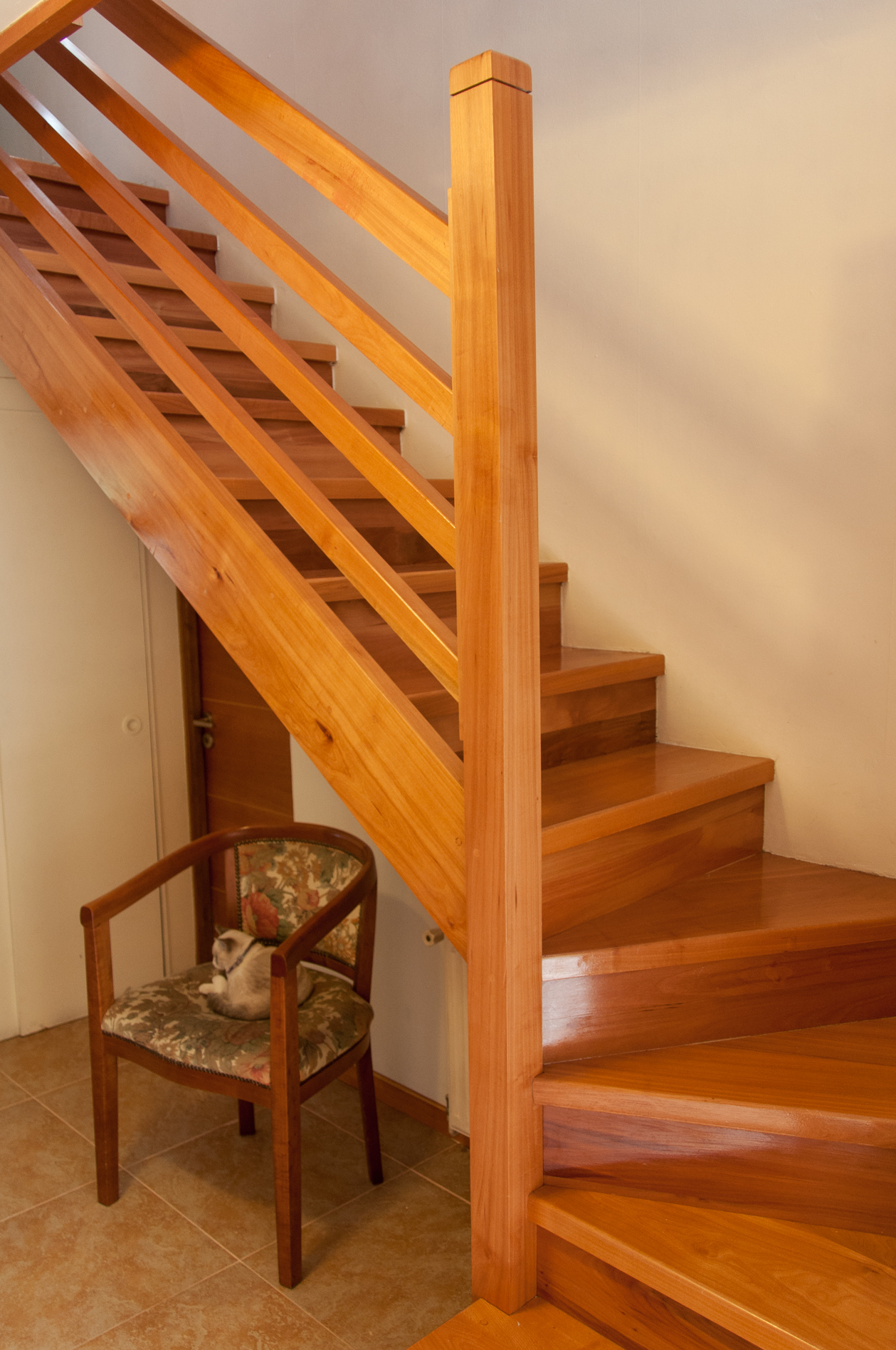 Como hacer escalera de madera ideas de disenos for Construir escalera de madera
